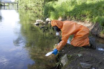 Poluição radioativa de águas