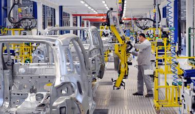 A indústria automotiva atualmente emprega menos trabalhadores, que precisam qualificar-se ¹