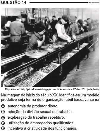 Questão do Enem de 2012 com uma imagem da linha de produção fabril