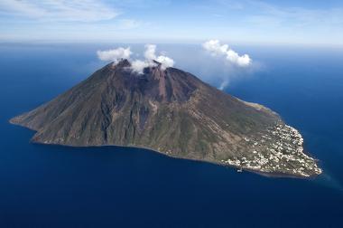 Exemplo de ilha vulcânica na Itália
