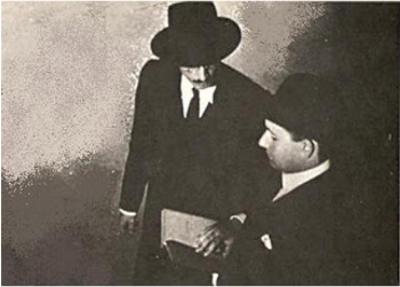 As correspondências trocadas com o amigo Fernando Pessoa foram publicadas trinta e dois anos após sua morte