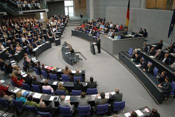 O debate parlamentar, por exemplo, possui um regimento que determina seu andamento