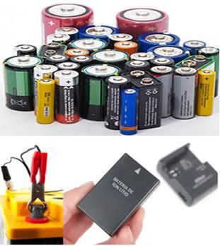 Pilhas e baterias primárias em primeiro plano e, em segundo, recarga de baterias secundárias (de chumbo e de íon lítio)