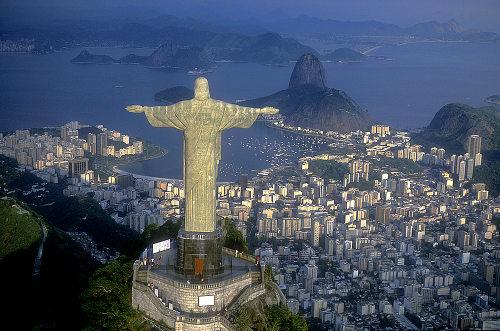 O Rio de Janeiro possui mais de onze milhões de habitantes e é uma das maiores metrópoles do país