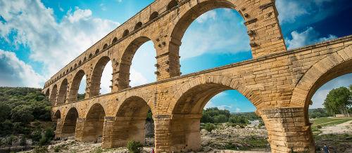 Pont du Garde, na França, é um aqueduto romano construído por volta do século I a.C.