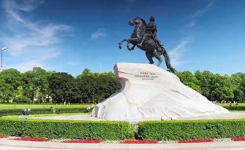 Estátua em homenagem ao czar russo Pedro I, considerado o fundador de São Petersburgo