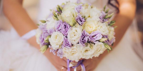 O buquê de flores passou a ser usado junto ao corpo para perfumar a noiva