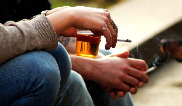 Álcool e cigarro estão entre as drogas mais consumidas no Brasil