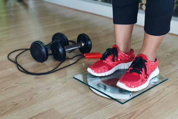 Pessoas que apresentam grande quantidade de massa muscular podem ser confundidas com obesas pelo IMC.