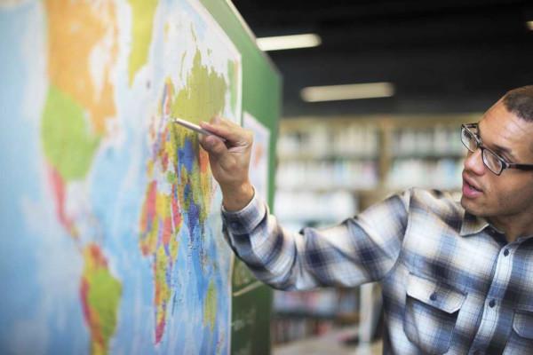 Atualmente, o objeto de estudo da Geografia é o espaço geográfico, no qual se estabelecem as relações entre o meio e a sociedade.