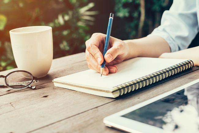A elaboração de bons textos requer prática e atenção.