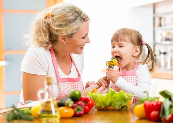 Uma alimentação saudável ajuda a melhorar o sistema imunológico.