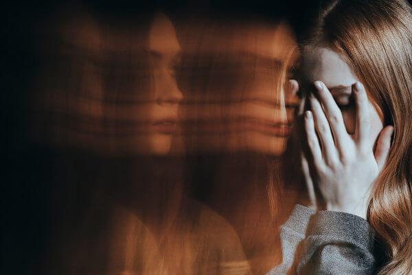 O uso de LSD está relacionado com quadros de psicose e depressão.