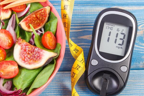 Alimentação saudável e exercícios físicos podem prevenir a diabetes.