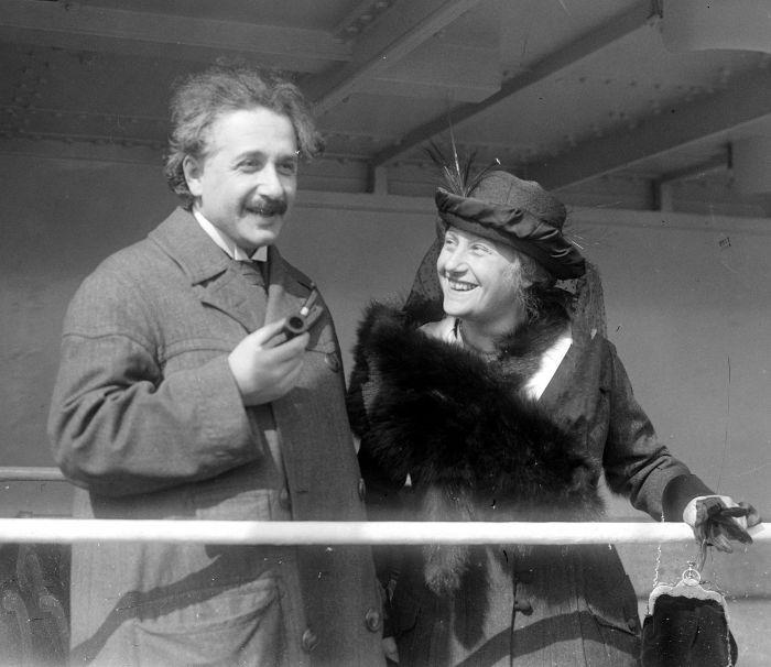Após seu primeiro casamento, Einstein casou-se com sua prima, Elsa Einstein.