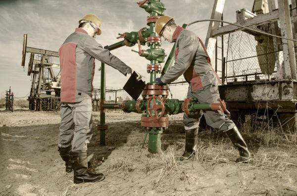 O petróleo passou a ser utilizado na Segunda Revolução Industrial como fonte de energia para o motor à combustão.
