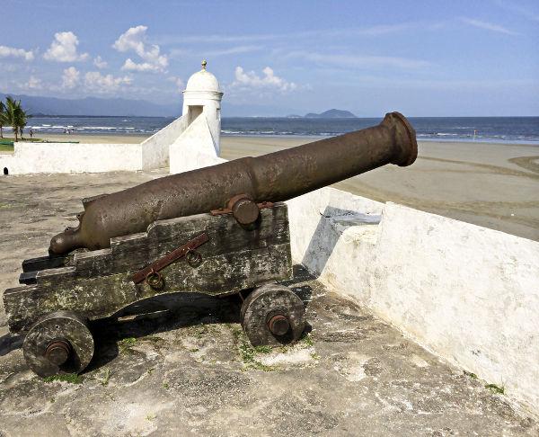 Forte de São João da Bertioga construído no período que Hans Staden esteve presente na região.