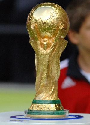 A taça da Copa do Mundo possui ouro 18 K e o minério malaquita.