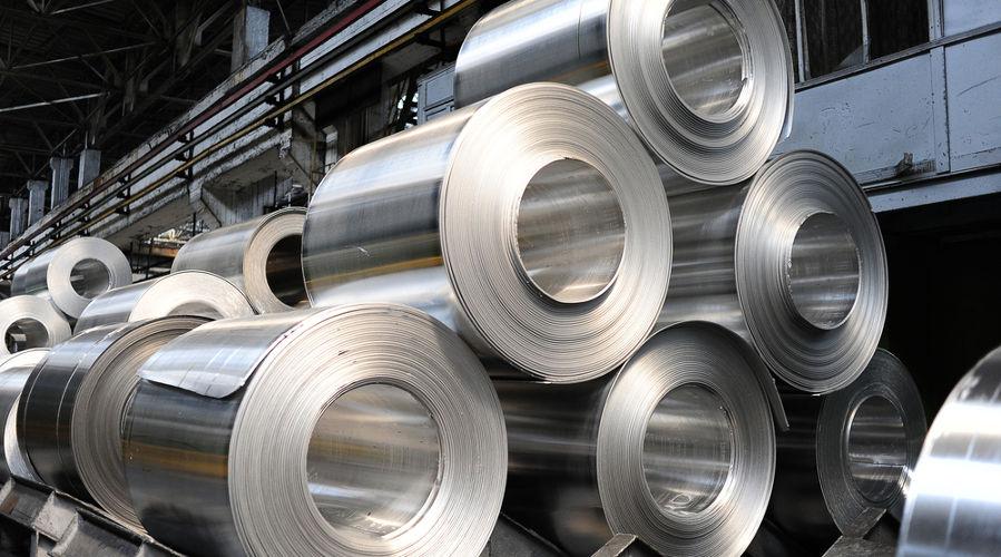 O alumínio é um exemplo de material condutor de eletricidade.