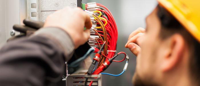 Os engenheiros eletricistas devem dimensionar a utilização das fiações elétricas, de forma eficiente.