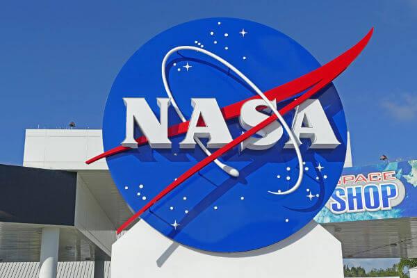 A NASA foi criada como parte dos esforços americanos para a competição contra os soviéticos na exploração espacial.***