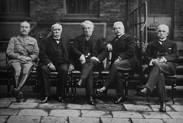 Representantes de Reino Unido, França e Itália durante a Conferência de Paz de Paris.*