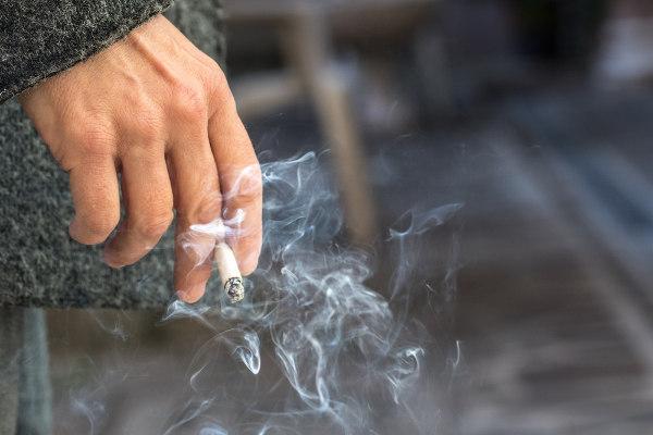 O cigarro é um agente responsável pelo desenvolvimento de câncer.
