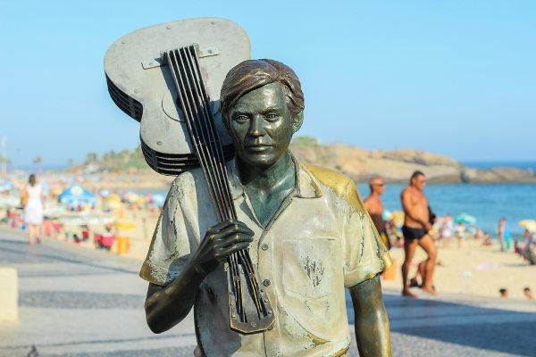Estátua de Tom Jobim no bairro de Ipanema (RJ) [2]