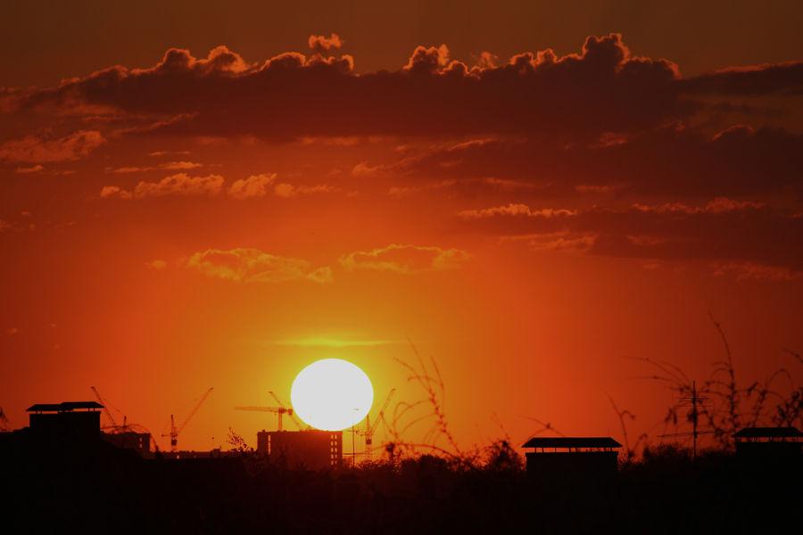 Você sabia que a cor do pôr do sol tem a ver com a refração da luz?
