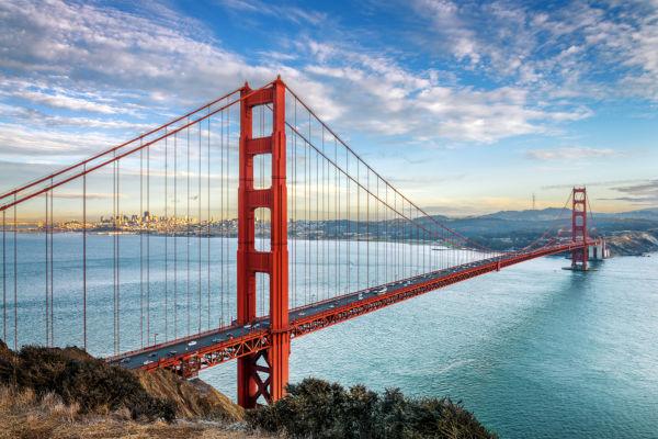 O principal cartão postal dos Estados Unidos é a famosa Golden Gate Brigde.