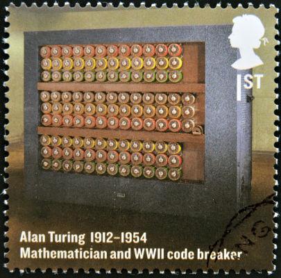 O computador que decifrou os códigos nazistas foi implementado por Alan Turing.