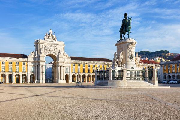 Arco da rua Augusta, na Praça do Comércio, em Lisboa: exemplo da arquitetura classicista em Portugal.