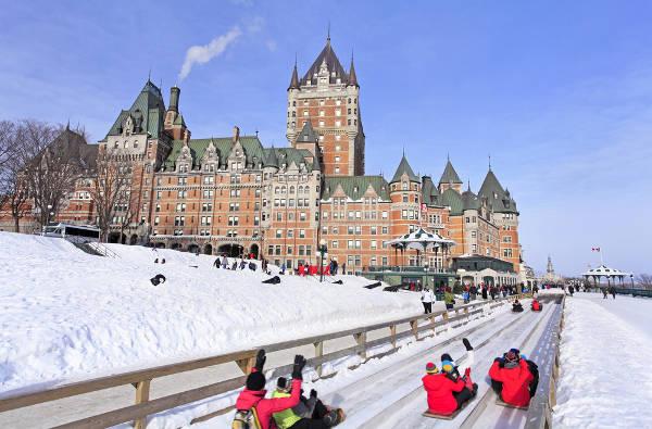 Em países como o Canadá, o inverno é extremamente rigososo, com um longo período de neve.