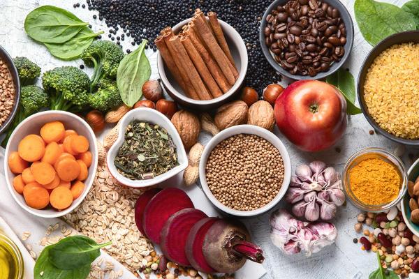 Nos alimentos encontramos diferentes tipos de nutrientes.