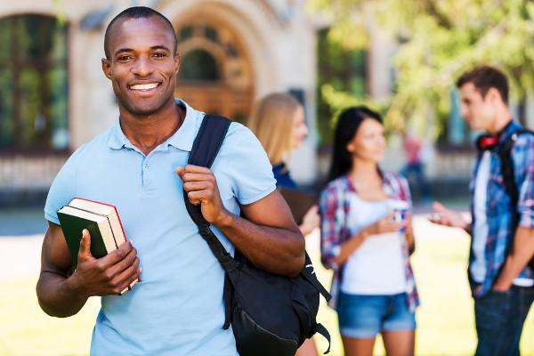 O acesso à universidade pública ainda está longe de ser igual para negros e brancos.