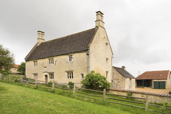 Casa onde Newton nasceu e viveu com os avós durante infância na Inglaterra. [2]
