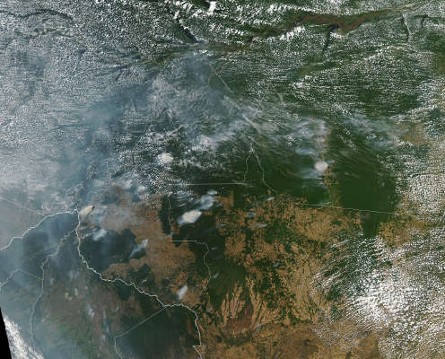 Coluna de fumaça registrada por satélites da Nasa nos estados do Amazonas, Rondônia e Mato Grosso.