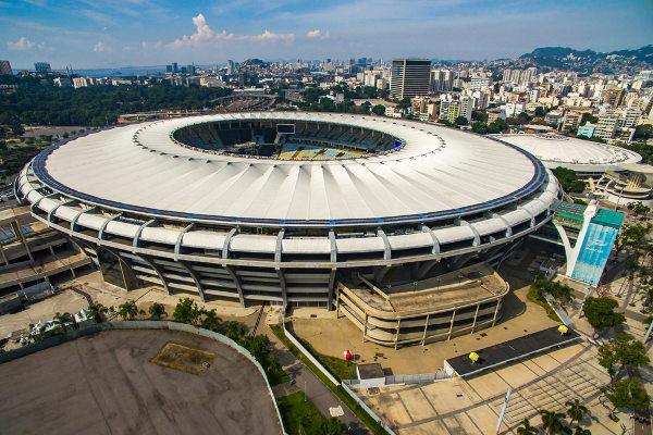 Estádio recebeu a cobertura e ganhou formato de Arena em 2014. [6]