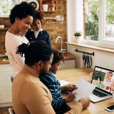 Família reunida videoaula