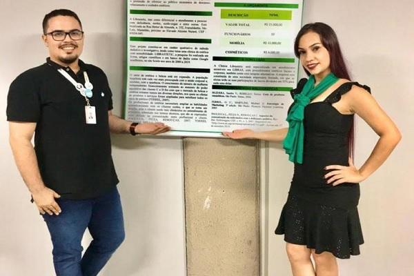 Jéssica desenvolveu glossário em Libras com ajuda de intérprete - Crédito da Foto: Faculdade Pitágoras