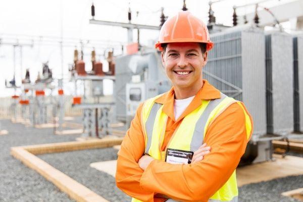 Estações de energia são um dos locais de trabalho para o engenheiro eletricista