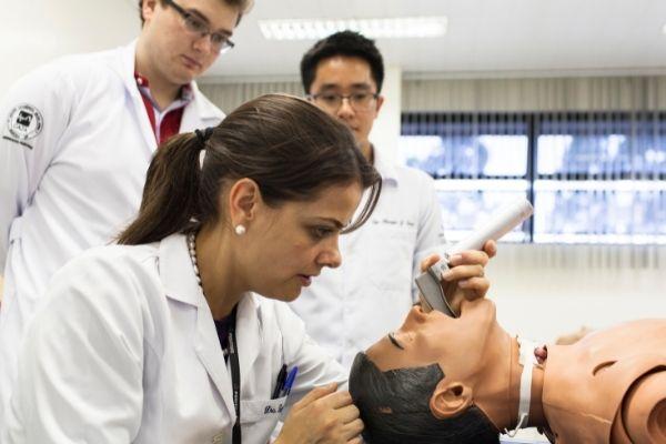 Universidade oferece 119 vagas no curso de Medicina, graduação ministrada em Curitiba